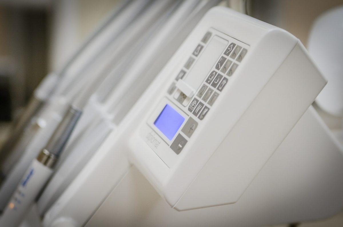Dzisiejsza technologia używana w salonach stomatologii estetycznej może sprawić, że odzyskamy śliczny uśmieszek.